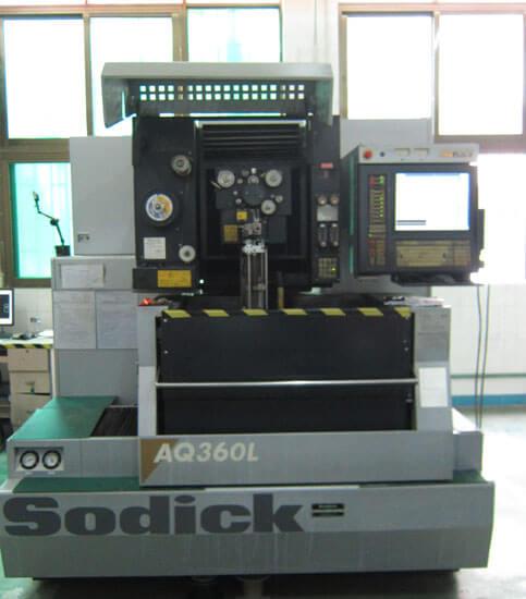 Slow wire cut Machine
