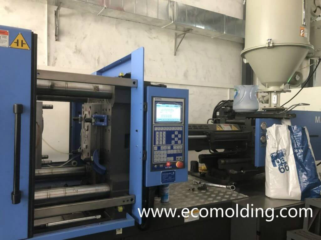 change material or change color during injection molding